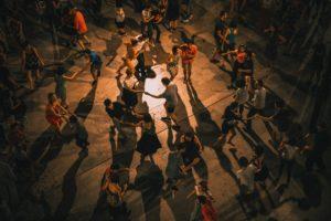 이미지 위의 댄스 파티