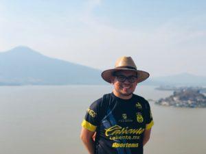 Saludos desde el lago de Pátzcuaro. Esta foto es de cuando visite uno de los logos mas grandes en Michoacán, México. Este lago se llama el Lago de Pátzcuaro.
